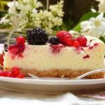 Чийзкейк с горски плодове1 150x150 Festive cakes and creams