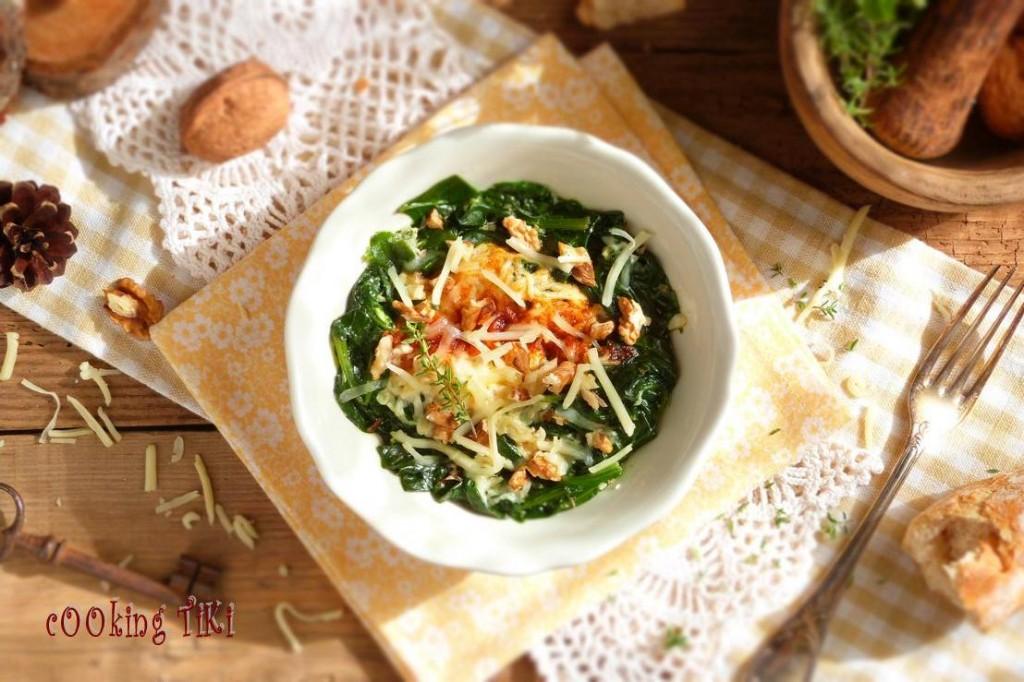 Спанак на очи2 1024x682 Spinach with poached eggs
