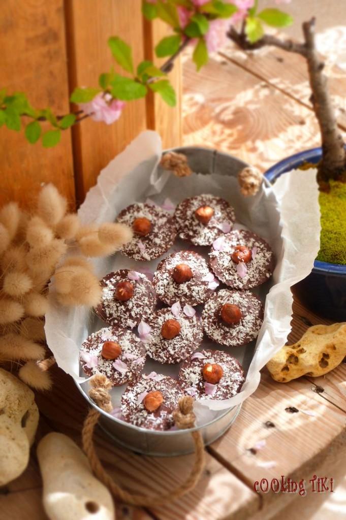 Шоколадови бонбони с кокос и лешник1 681x1024 Chocolates with coconut and hazelnuts